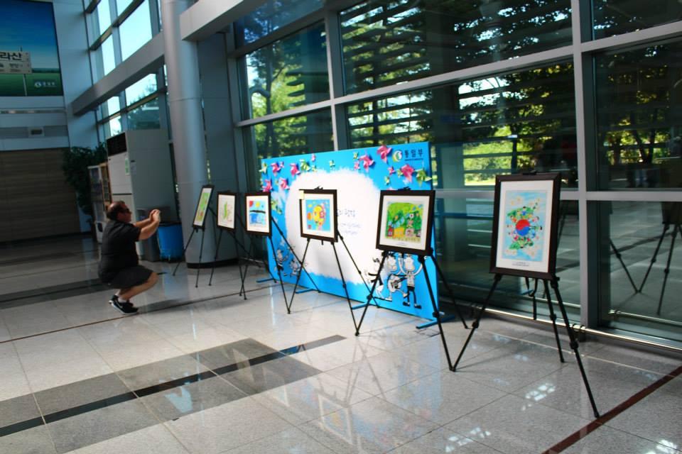 Children paintings dorasan railway