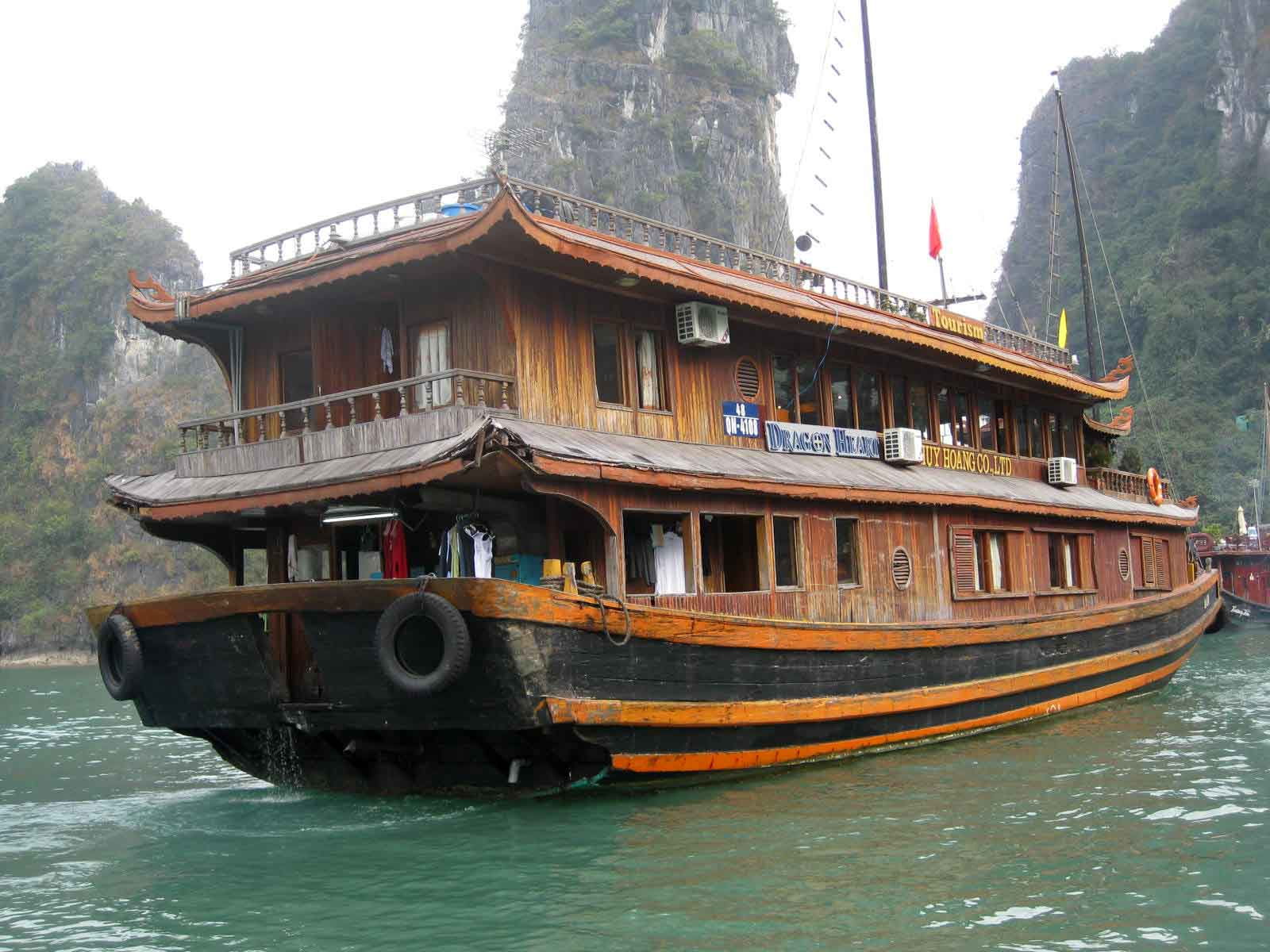 Tip: Why you should get a Halong Bay tour package from Hanoi  - The Travelling Squid