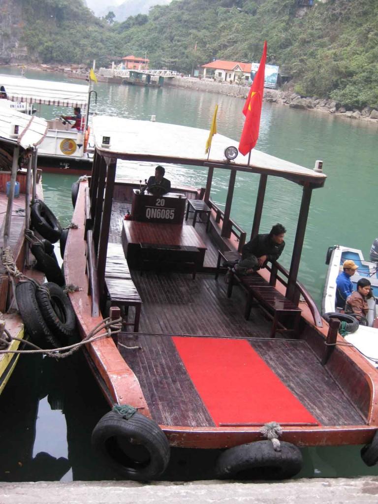 halong bay ferry sung sot island