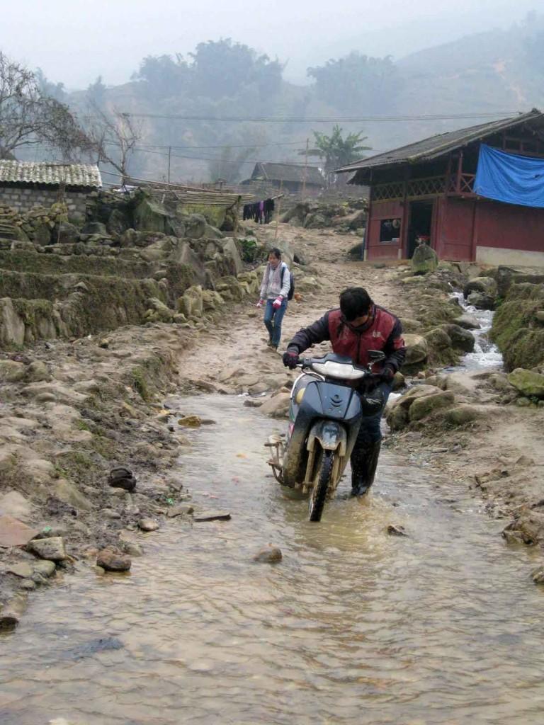 sapa minority trek motorbikes
