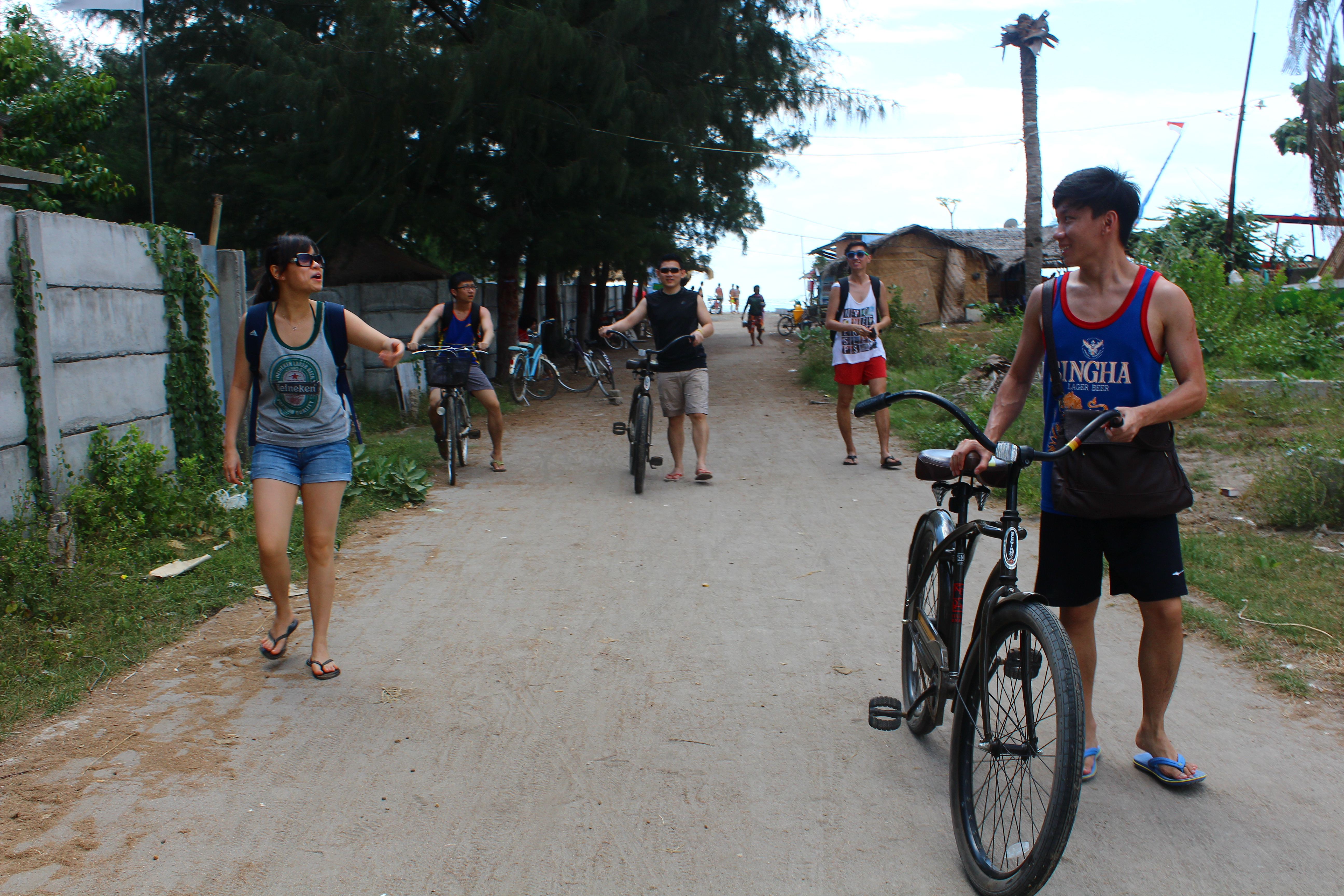 gili trawangan beach bike foot