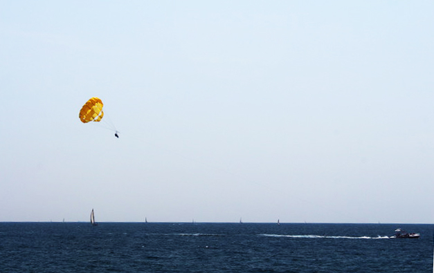 barceloneta beach parasailing