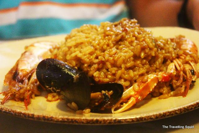 barceloneta beach restaurant paella