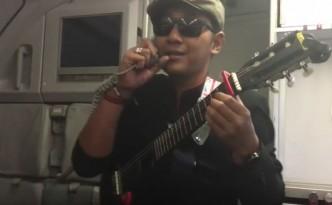 raditya-alamanda-air-asia-steward-live-sings