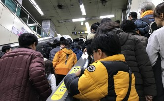 Seoul subway packed
