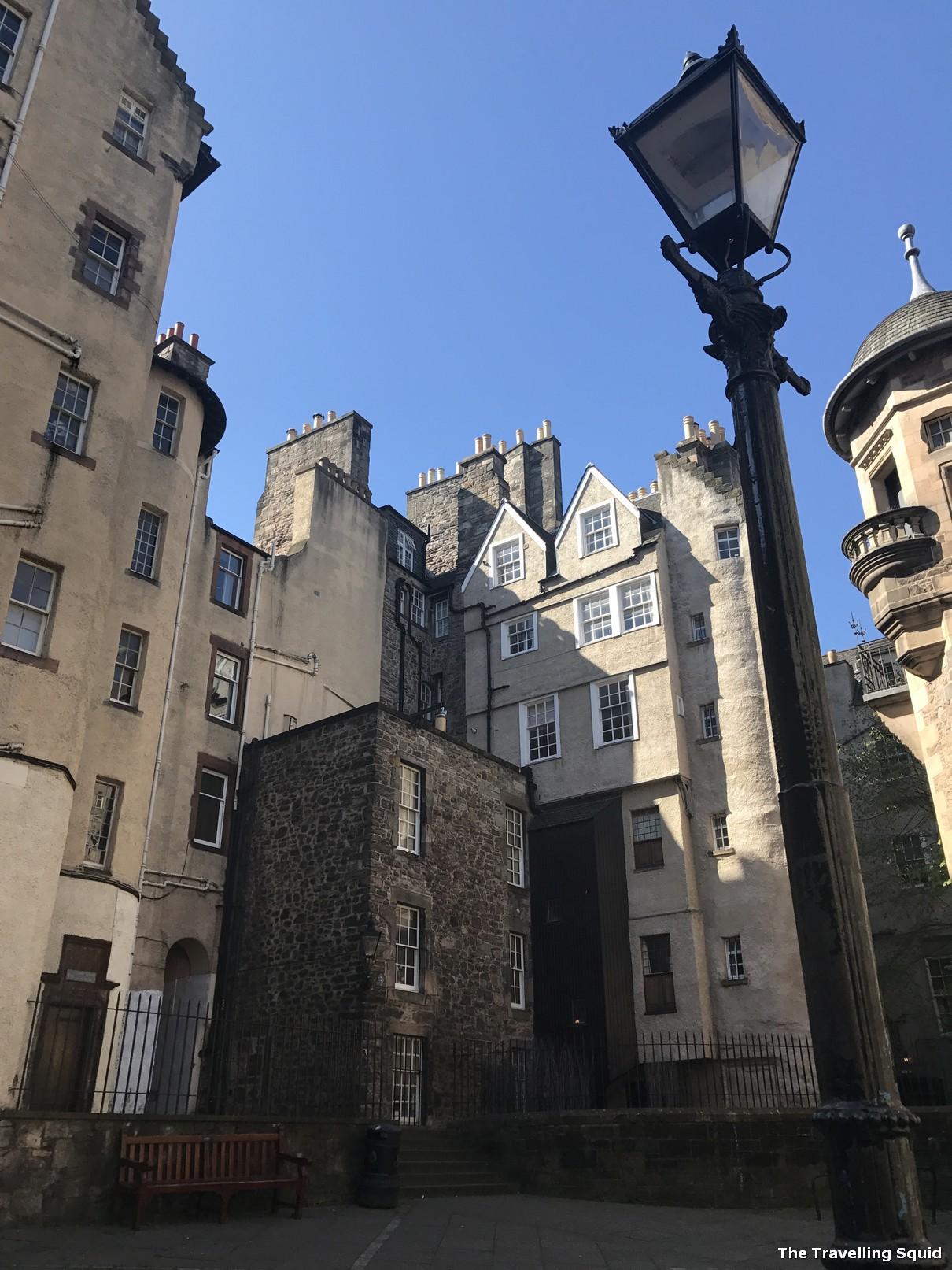 edinburgh city sandemans walking tour