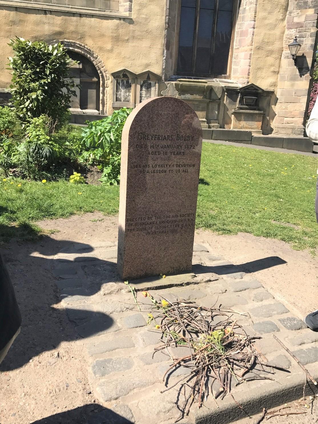 Greyfriars Bobby edinburgh tombstone