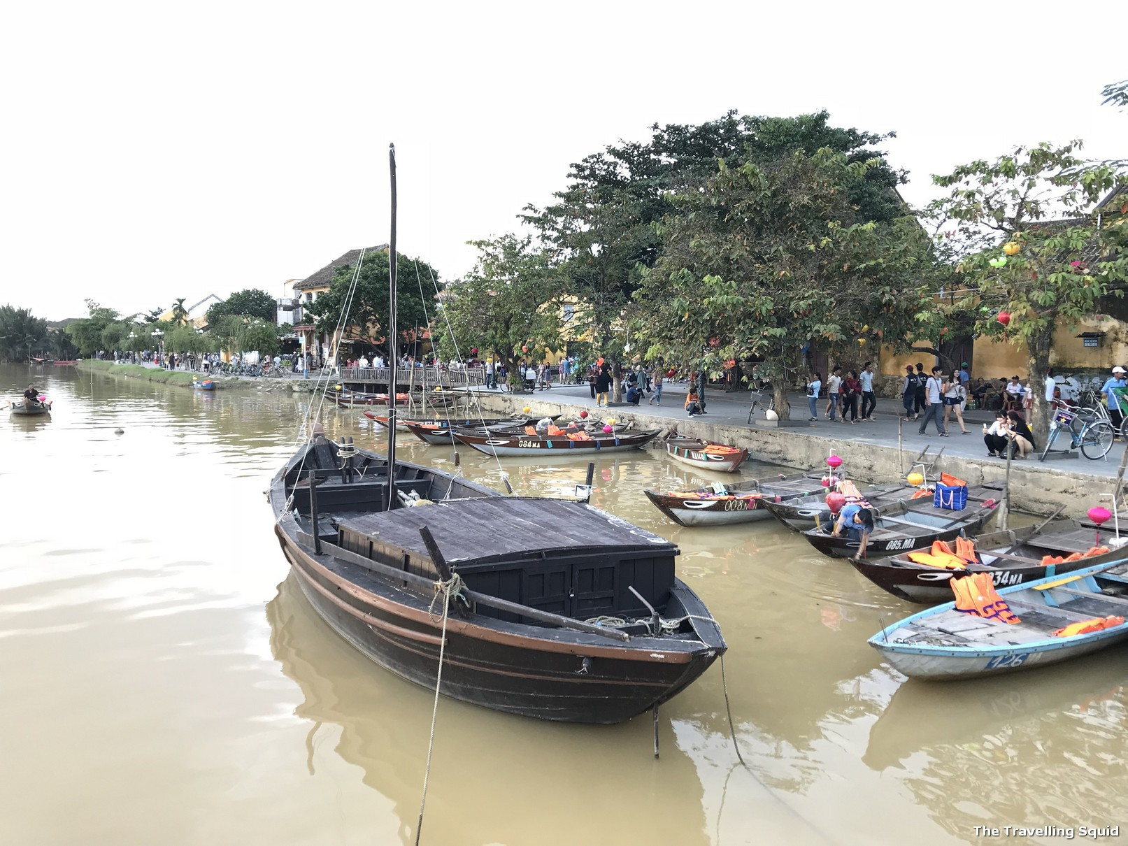 hoi an anicent town Thu Bon River dusk
