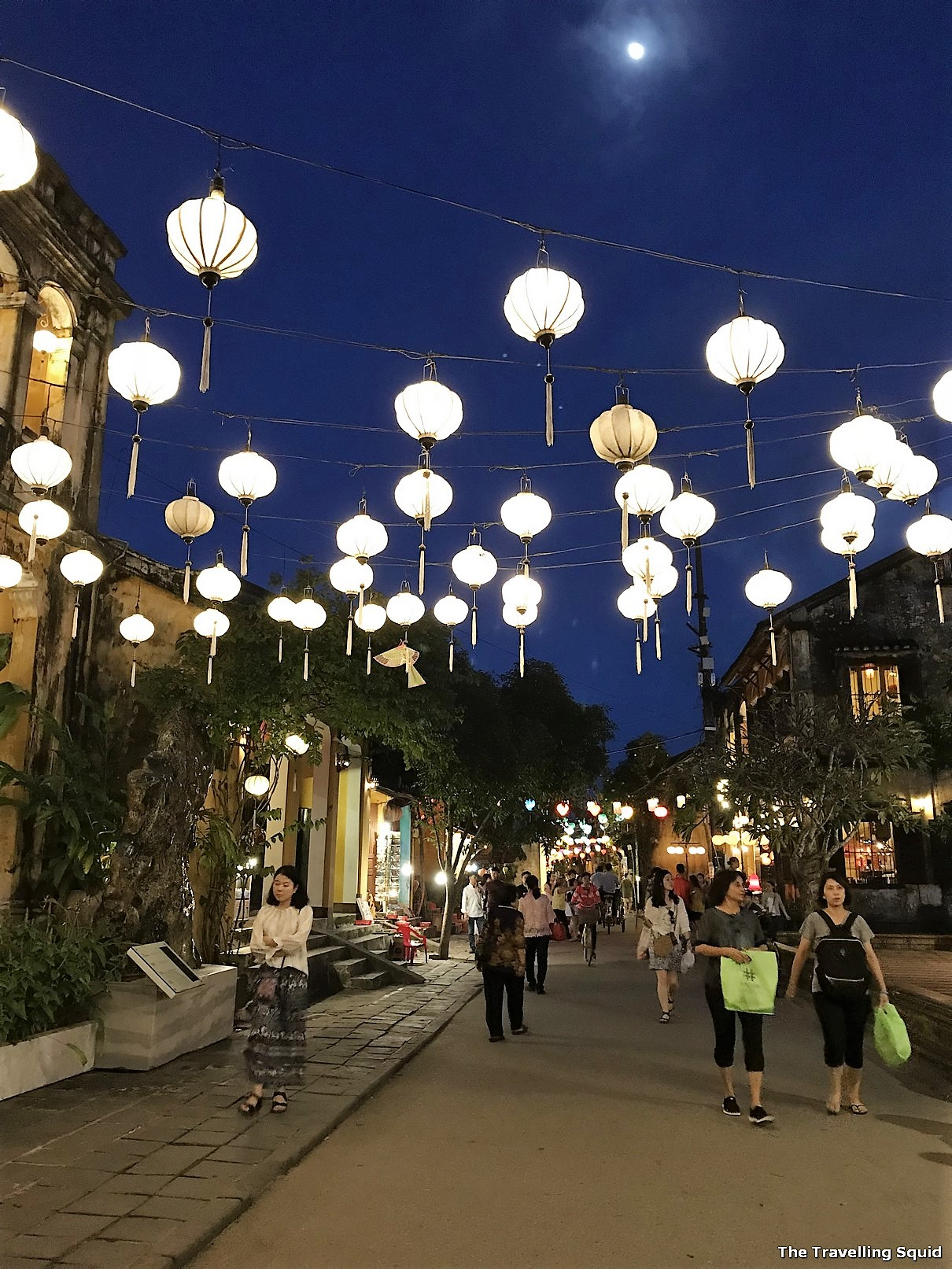 hoi an old town vietnam night lanterns