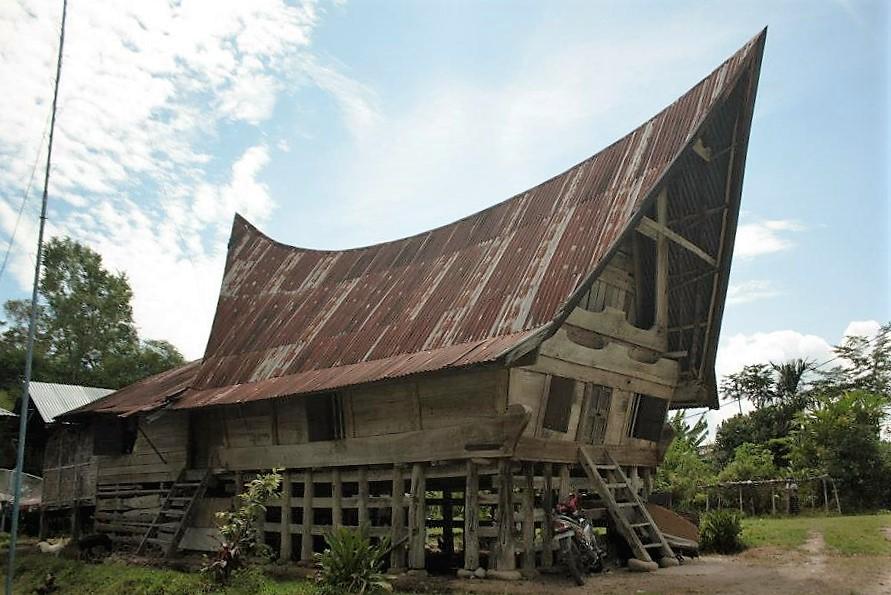 lake toba sumatra houses roof
