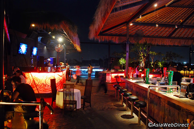 sky garden bali roof top bar