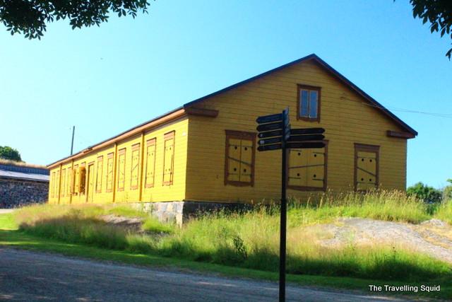 yellow house suomenlinna
