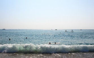 barceloneta beach waves