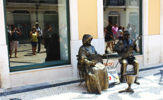 baix lisbon rua augusta street performers