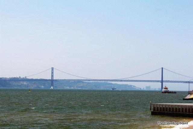 25 de abril bridge cais das colunas lisbon baixa