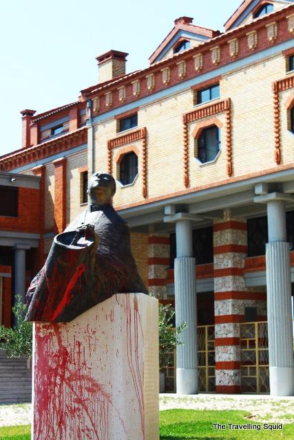 cristo rei statue front