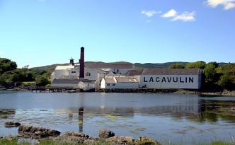 lagavulin distillery islay scotland
