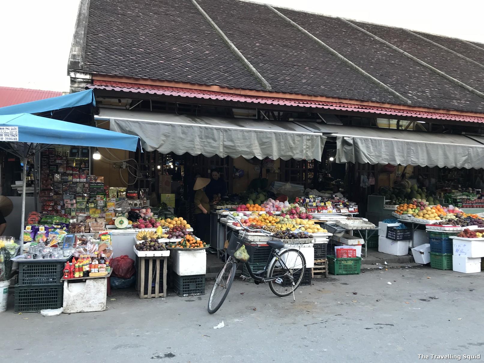 cho hoi an central market vietnam
