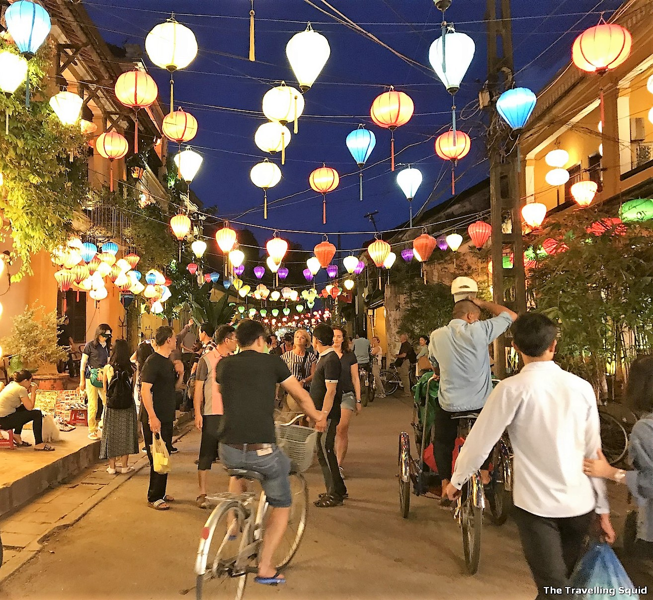 hoi an old town vietnam night lanterns