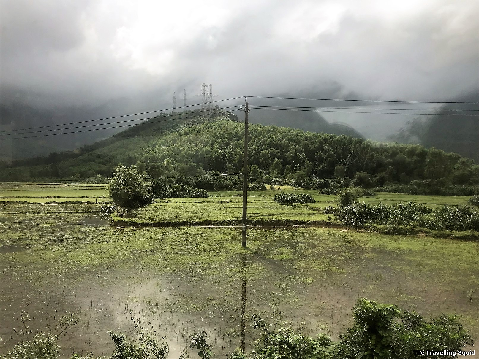 view scenic train ride from danang to hue