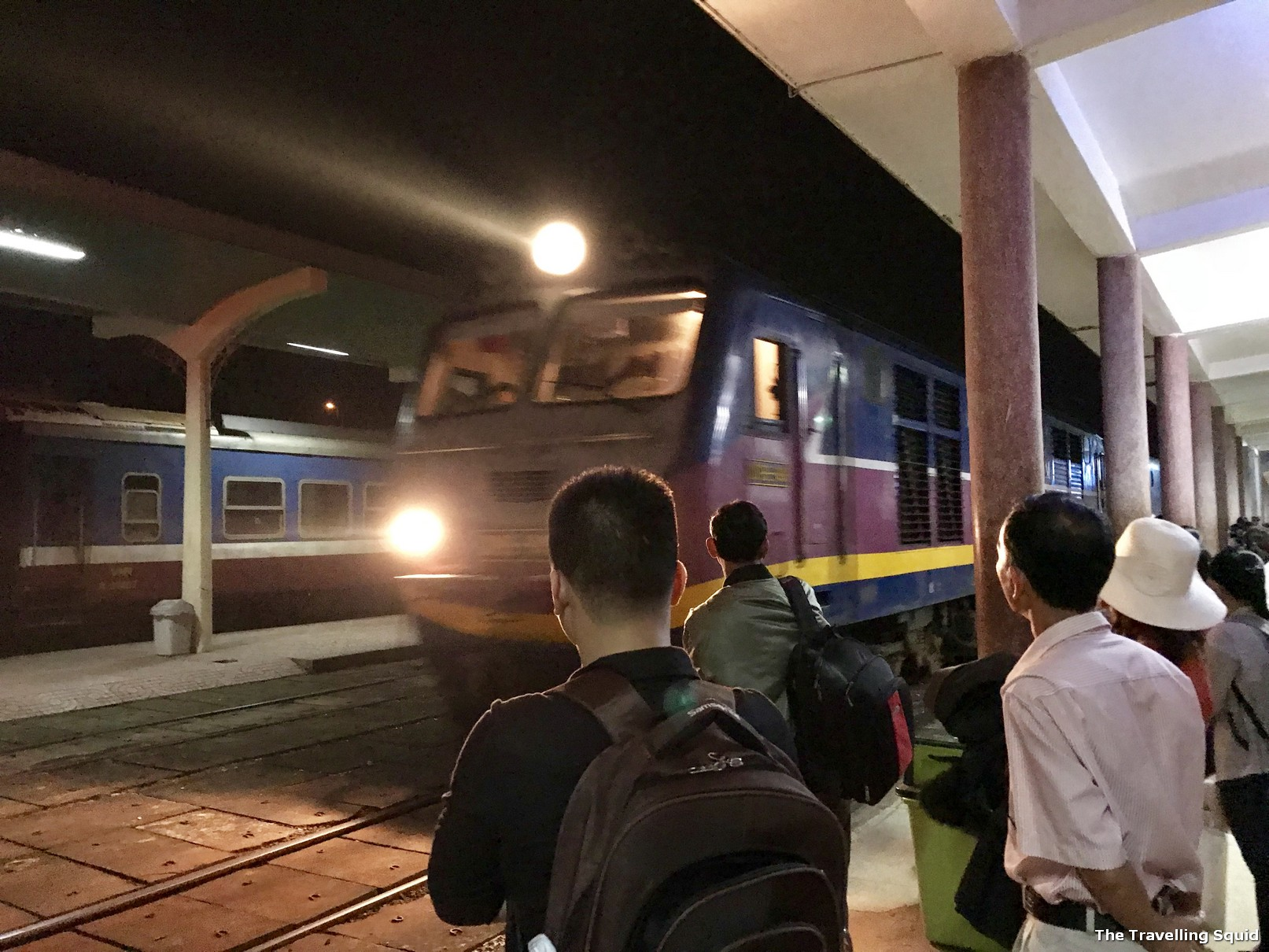 train hue to danang night