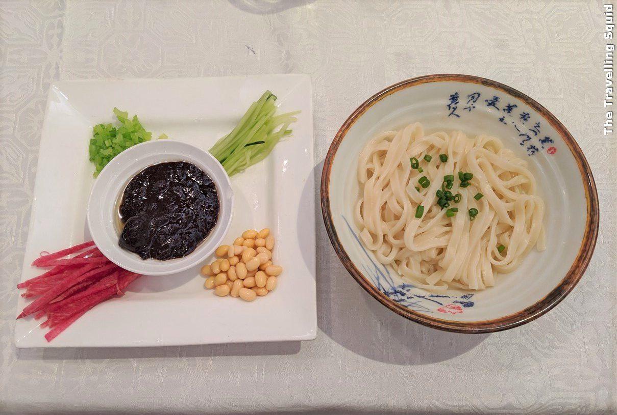 huajia yiyuan zha jiang mian minced meat noodles