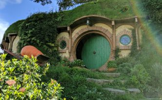 Hobbiton movie set worth a visit?