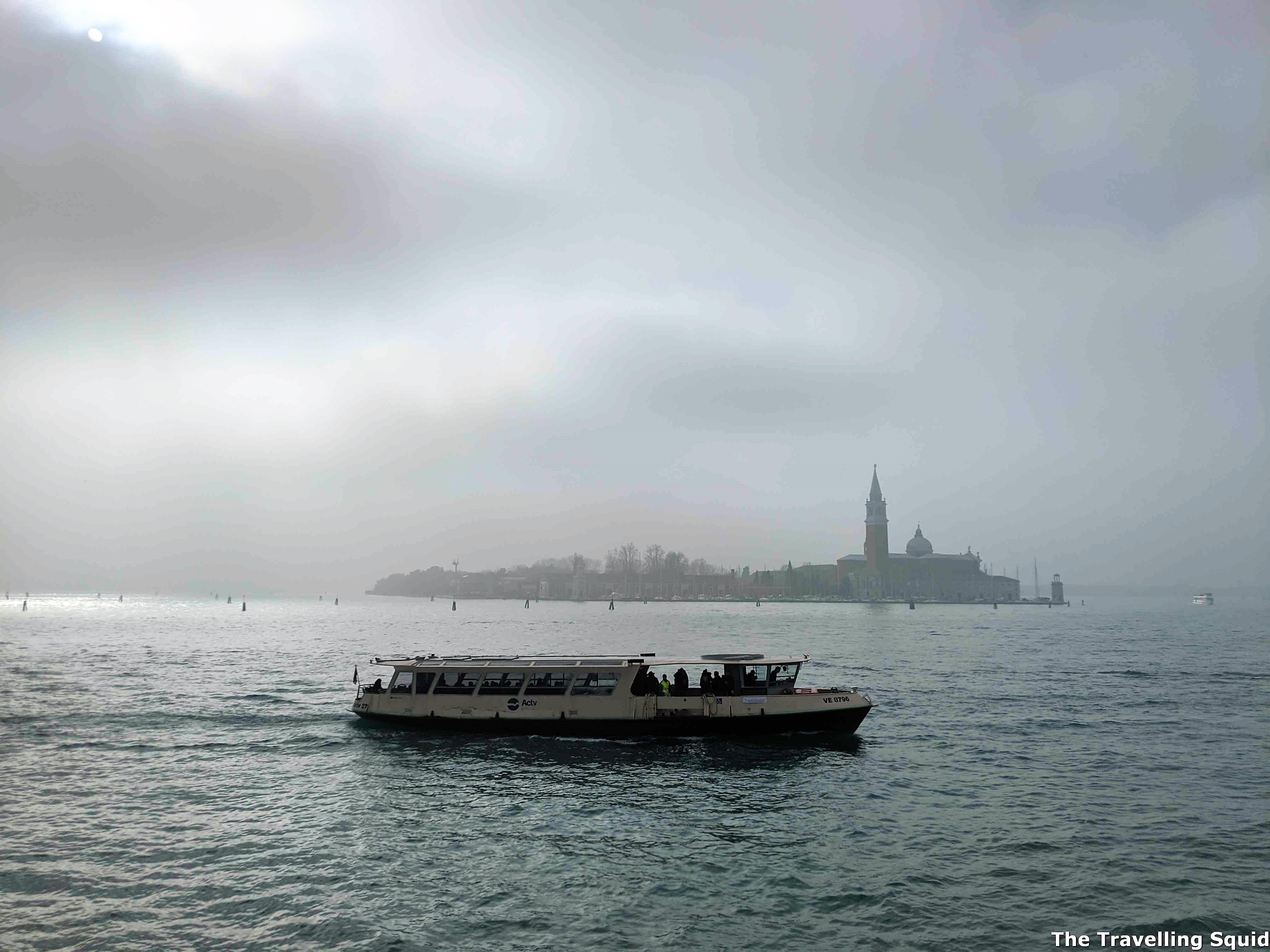 best time to visit the Rialto Bridge in Venice