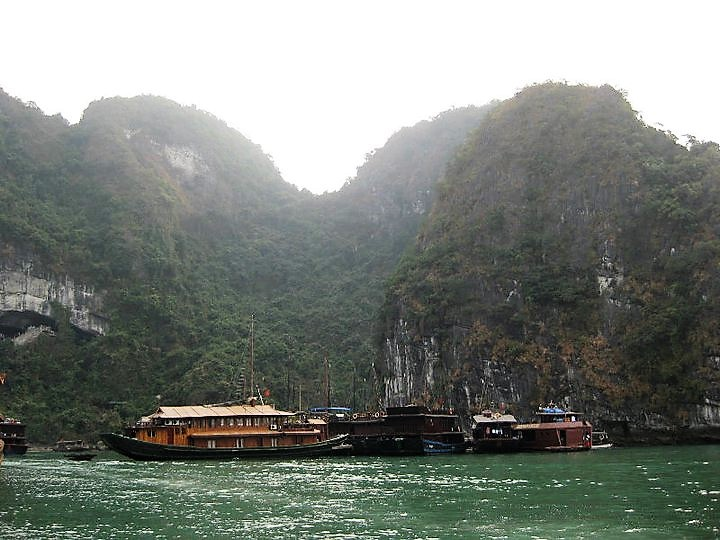 halong bay hills floating homes